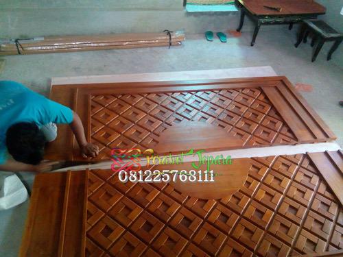 Proses Pembuatan Replika Pintu Nabawi
